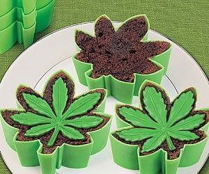 cannabis leaf pan